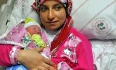 Kayseri'de 2014'ün İlk Bebeği 'Yaren' Oldu
